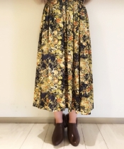 ボタニカルフラワーミディー丈スカート