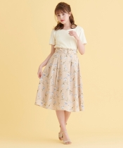 リングベルト付花柄スカート